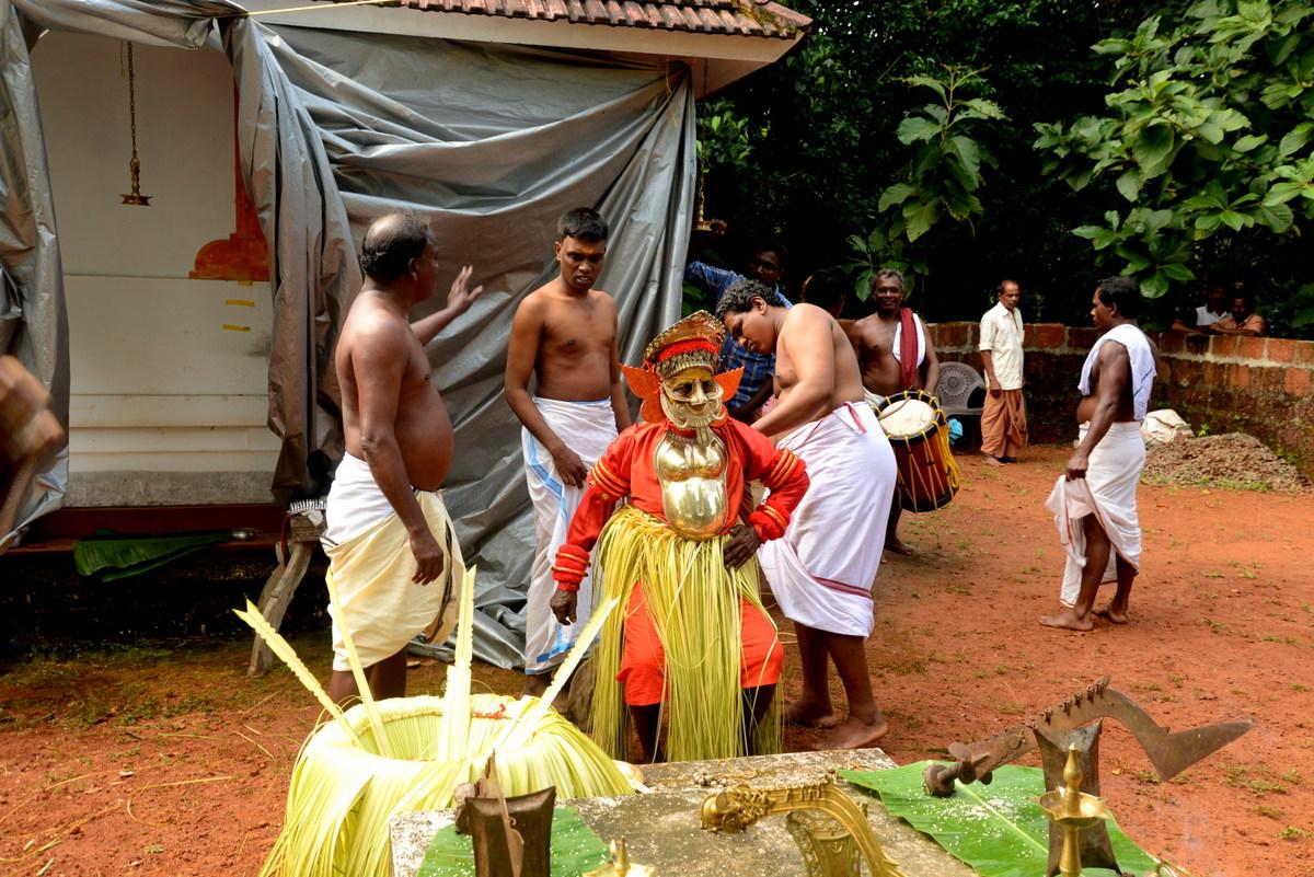 Valiya Valappil Chamundi Theyyam